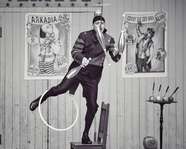 Gaston jonglerar