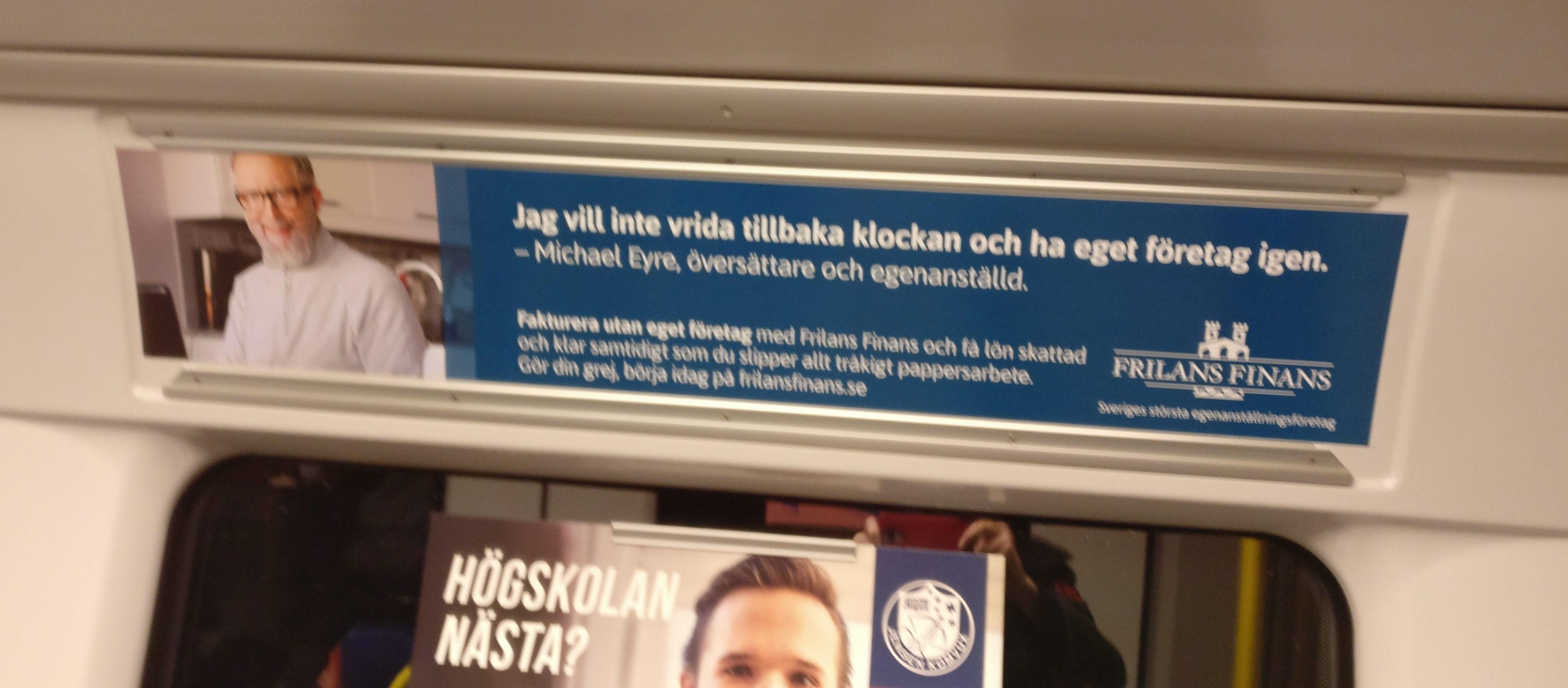 Frilans finans gör reklam i tunnelbanan