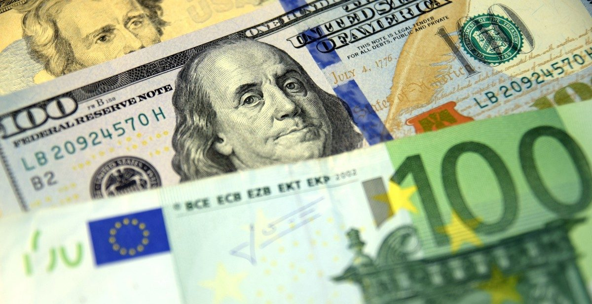 En bild på pengar av olika sort